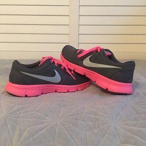 Nike sneakers👟